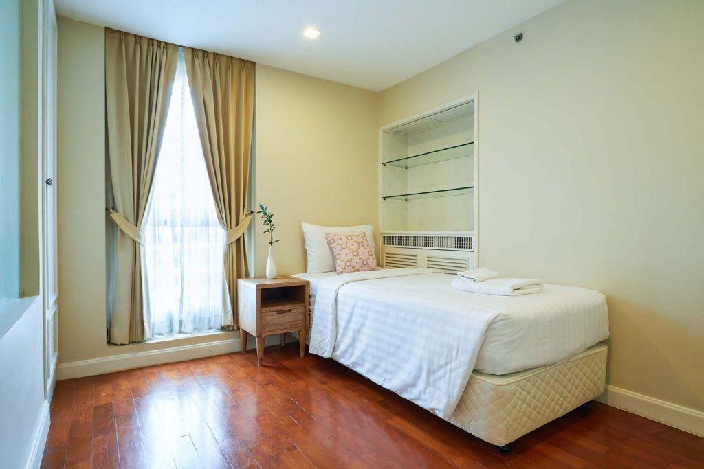 Room-704_0270.jpg